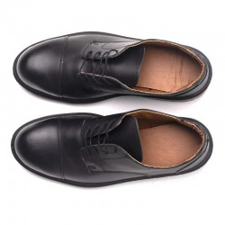 chaussures manager vue de dessus noir cuisine salle restauration