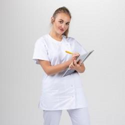 Blouse médicale blanche Manelli avec fermeture asymétrique en boutons pression pour plus d'aisance. Double poche sur le côté.