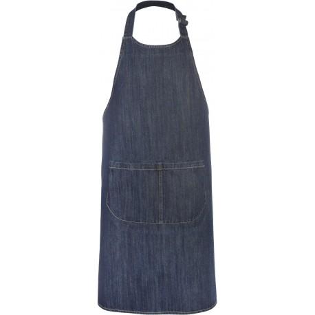 Grembiule da cucina e cameriere in jeans