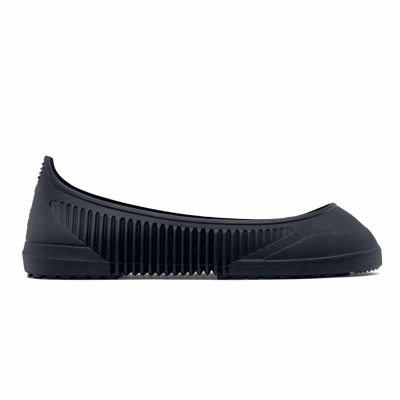 sur chaussures noires