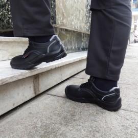 Chaussures de sécurité 3 SRC, parfait pour finir une tenue de travail.